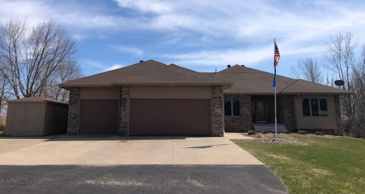 FOR SALE 48045 Snowbird Cir Sioux Falls SD 57108